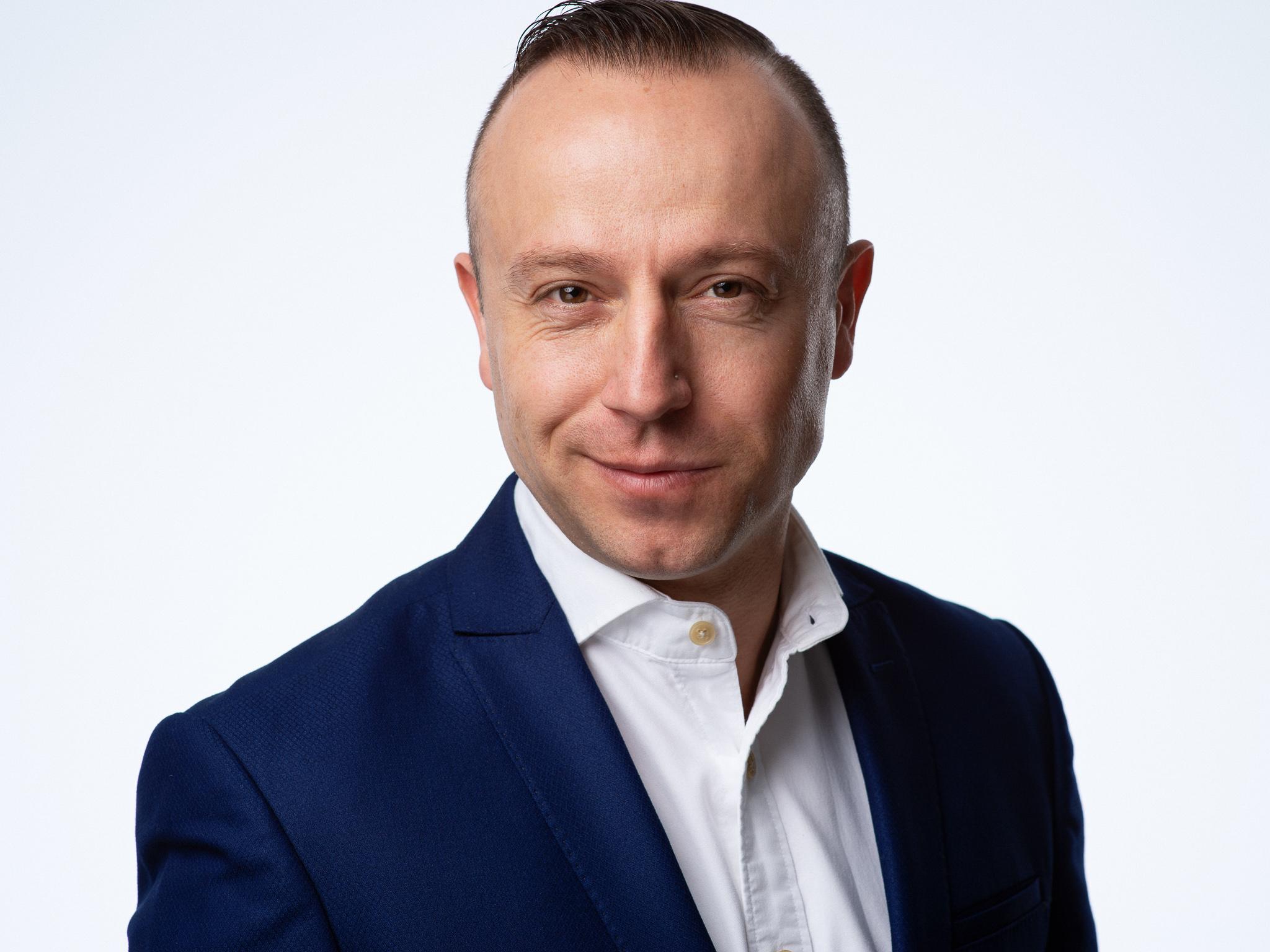 Martin Popov18715