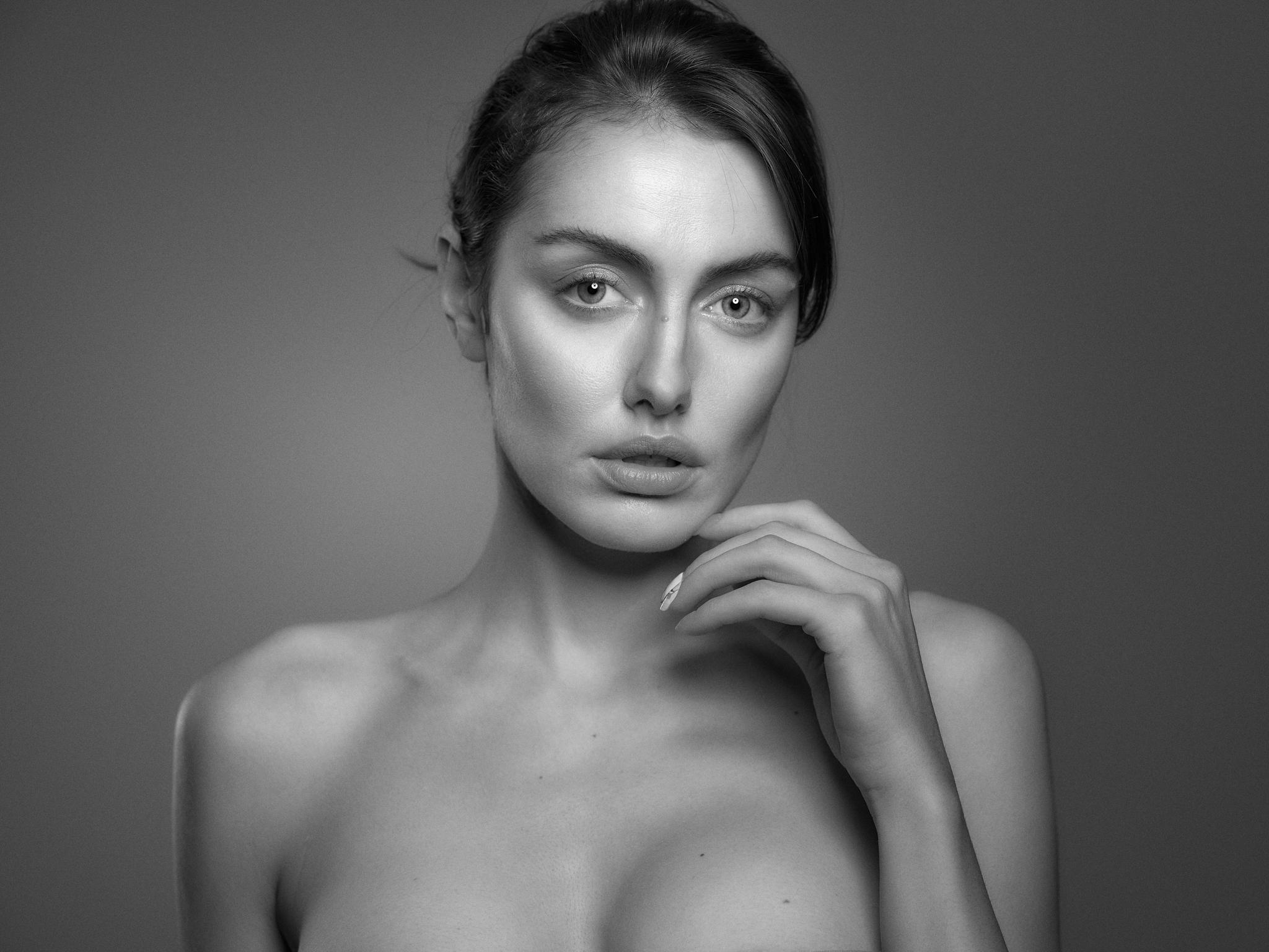 Marina Voykova Beauty16304