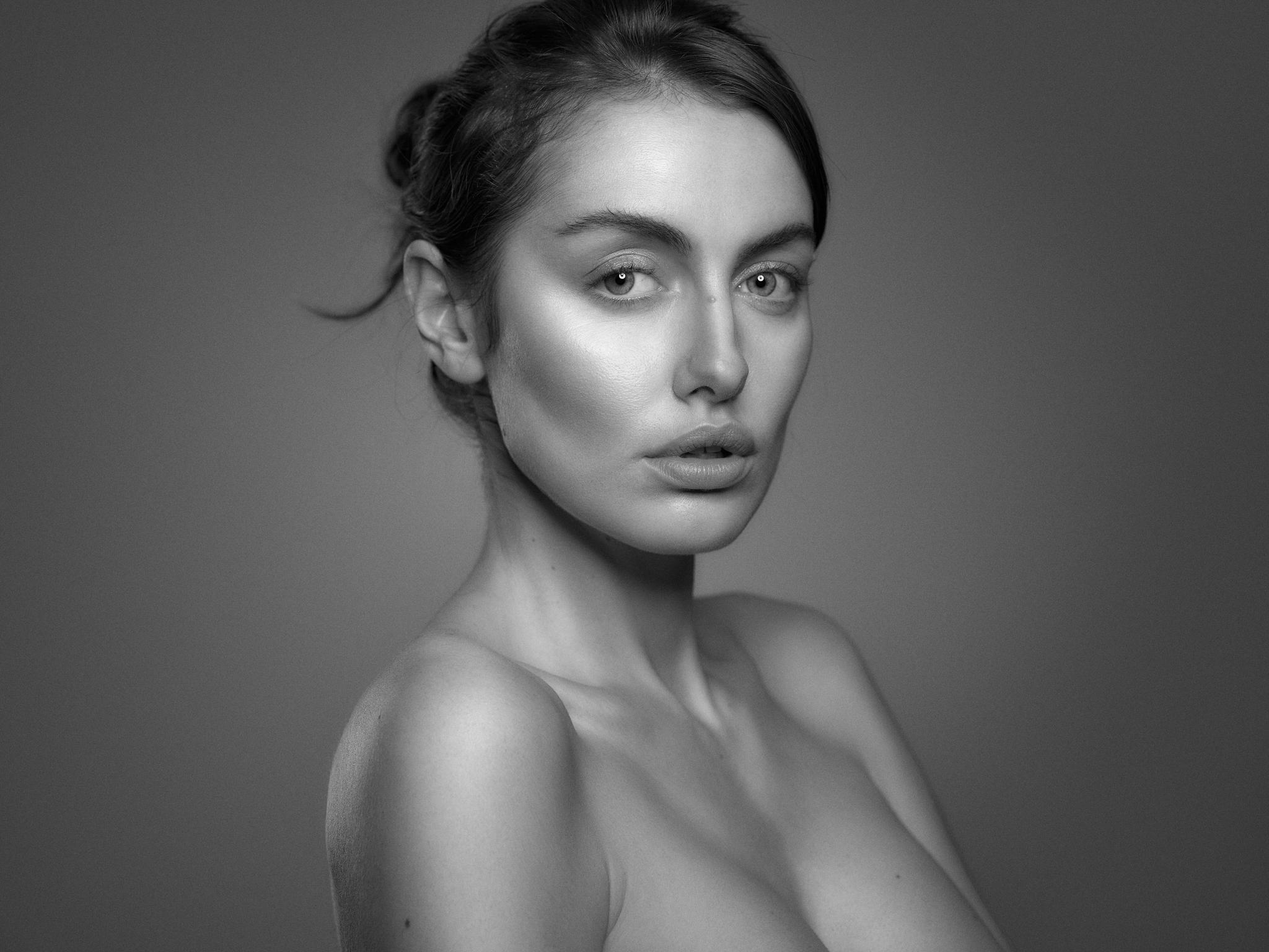 Marina Voykova Beauty16324